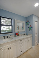 25 Saddleback Upstairs Kids Bath.jpg