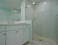 443 Bay Colony Guest Bath 2.jpg